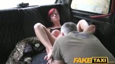 Ruda w taksówce ma wylizaną pizdeczkę