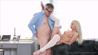 Porno Film Dziadek rucha młodą sunię Amatorki